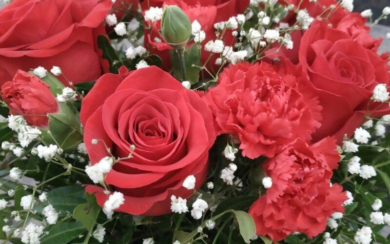 Коробка с цветами «Розы в снегу»