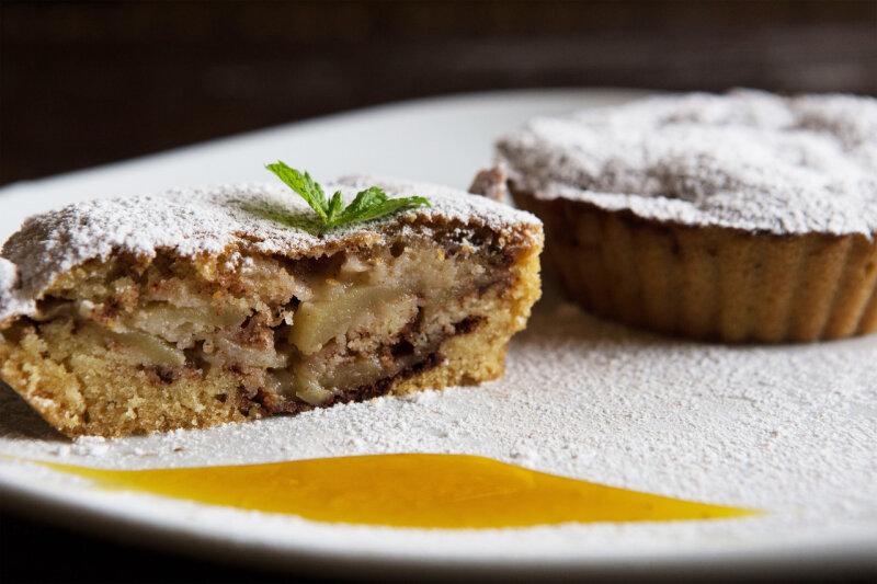 Десерт яблочный с корицей