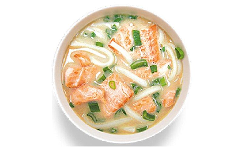 Суп острый с жареным лососем