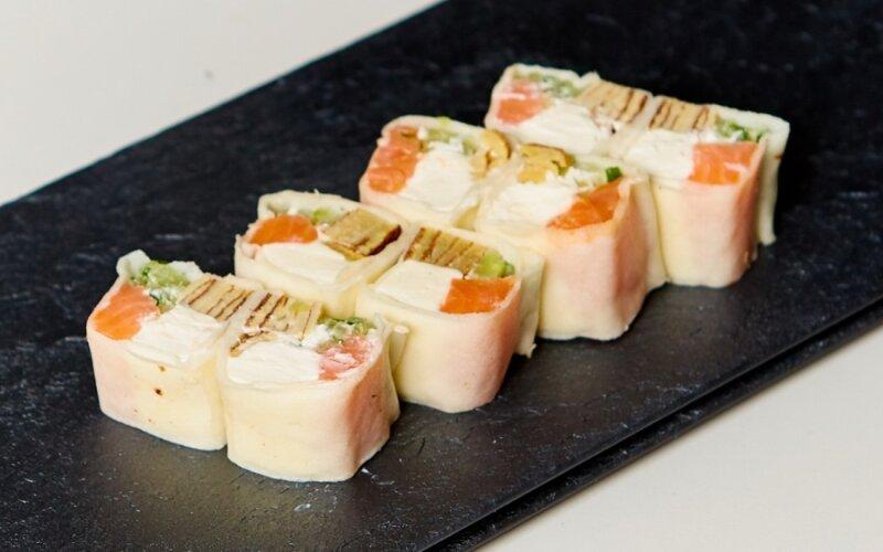 Спринг-ролл «Маки» с копчёным лососем