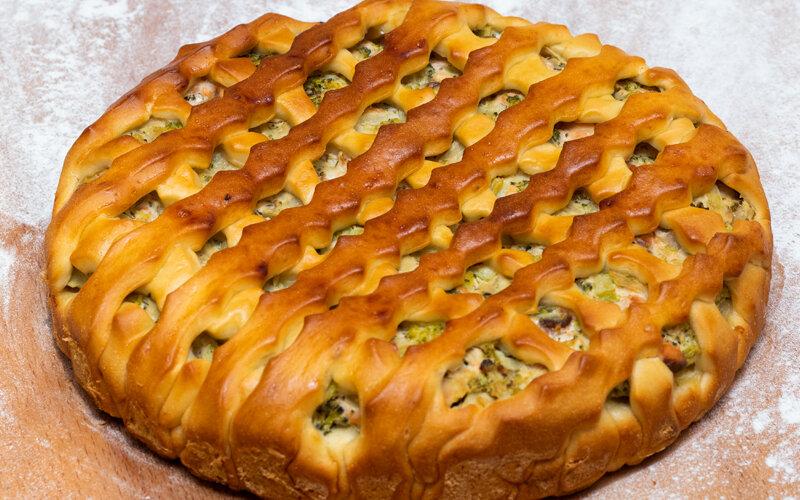 Пирог с форелью и брокколи