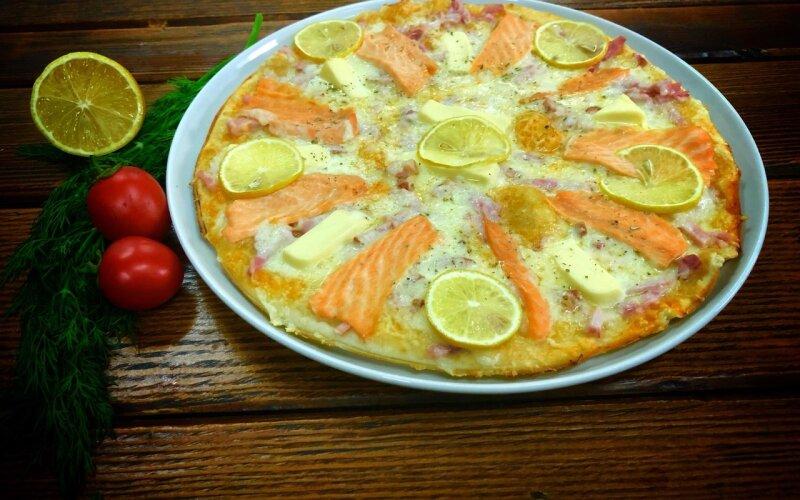 Пицца «Сочная» с лососем