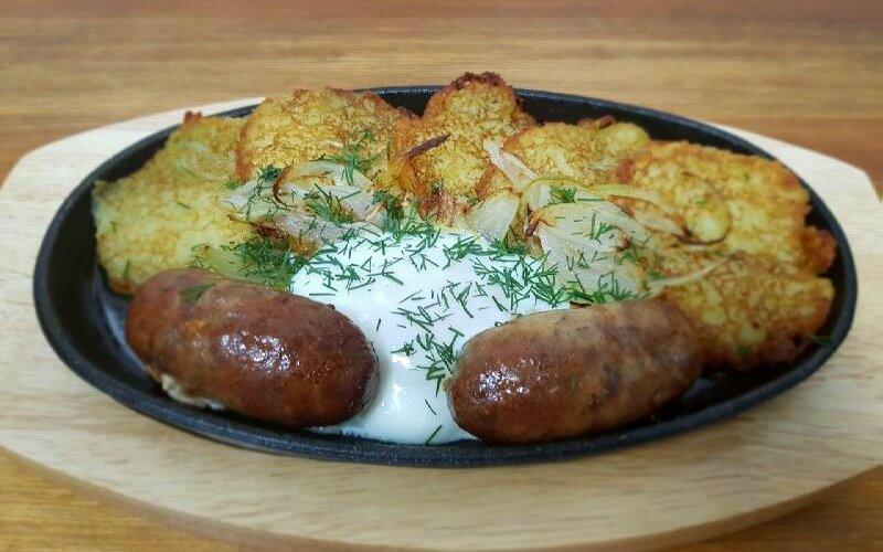 Горячее блюдо «Деруны да колбаса»