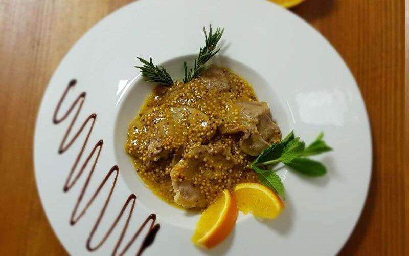 Горячее блюдо «Вепр в померанцах»