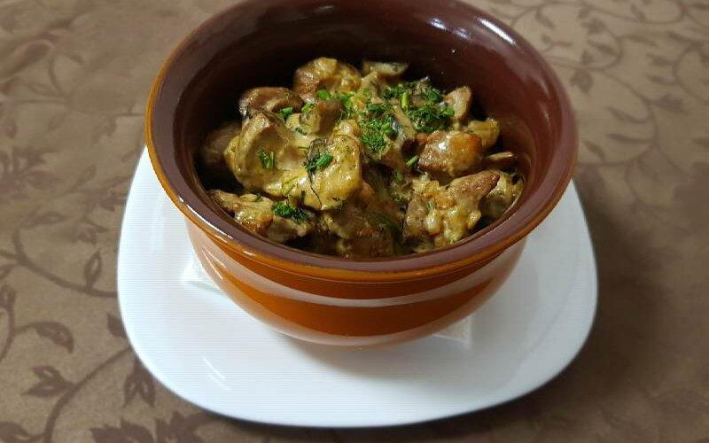 Горячее блюдо «Деруны со свининой и грибами»