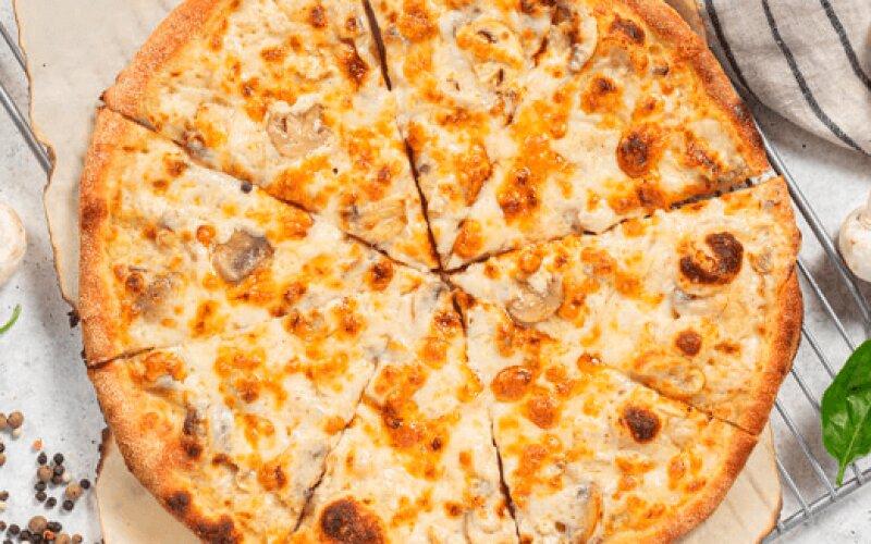 Пицца «Грибная» со сметаной и куриным филе
