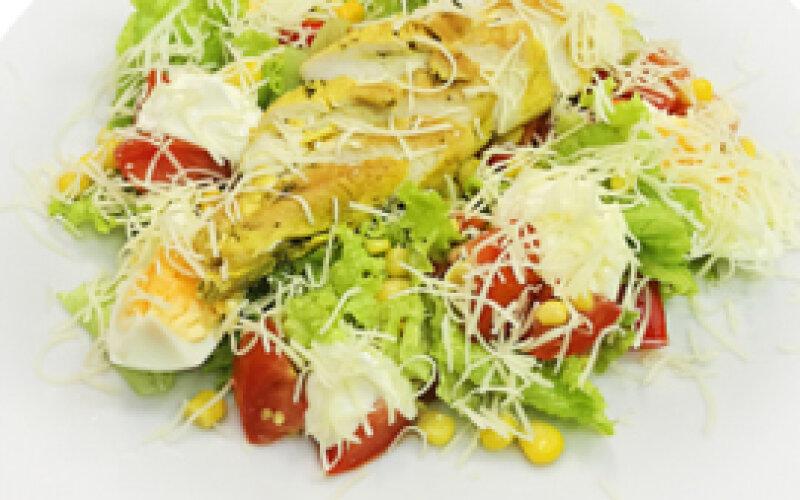 Салат с курицей, сладким перцем и сыром