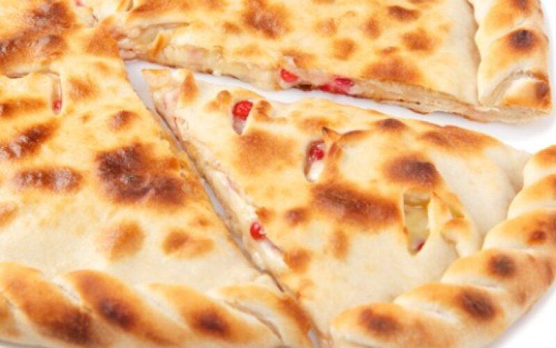 Пирог фирменный с сыром и брусникой