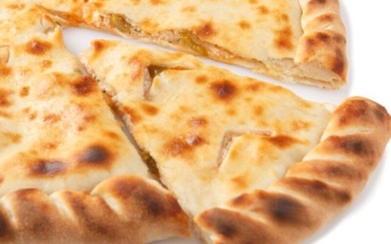Пирог с сёмгой и соусом «Цезарь»