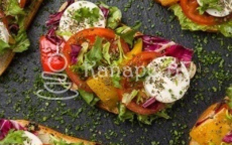 Брускетта с овощами и адыгейским сыром