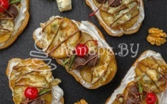 Брускетта с грушей и сыром «Дор-блю»