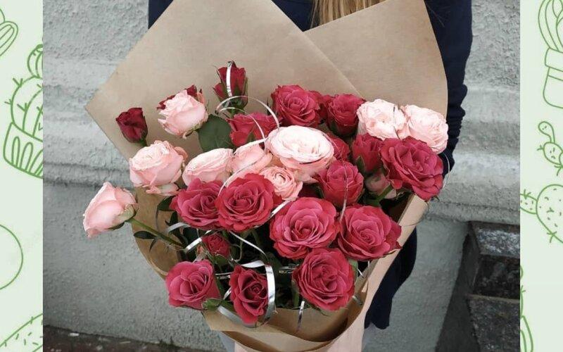 Букет из кустовых роз «Комплимент»