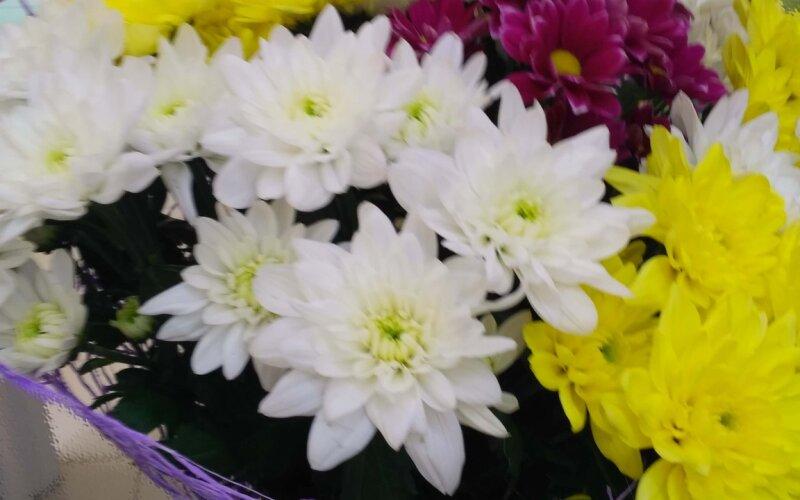Букет «Яркий» из кустовых хризантем