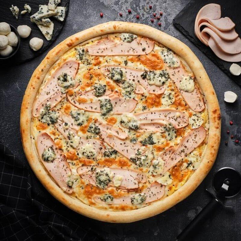 Пицца «Цыплёнок Дорблю»