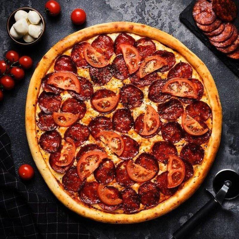 Пицца «Пеперони и помидоры»
