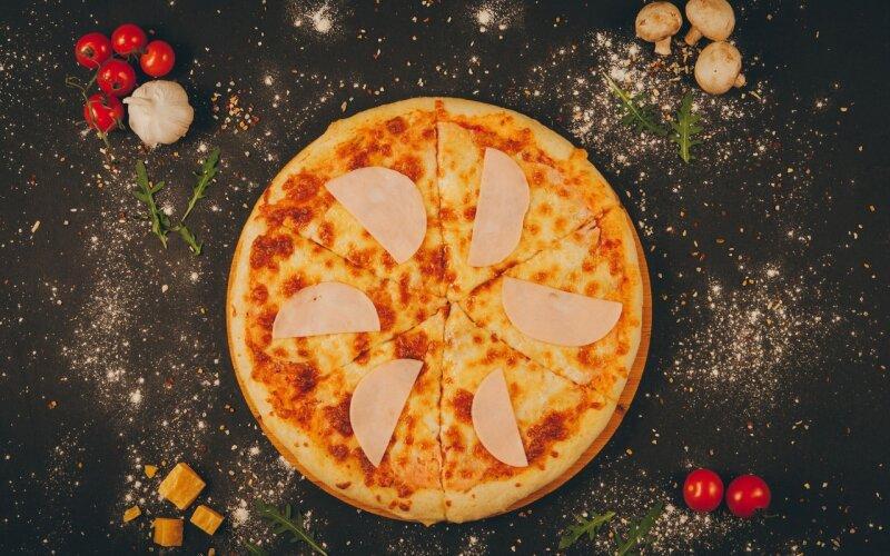 Пицца «Ветчина и сыр»