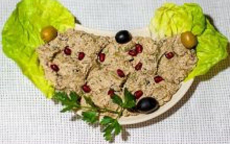 Фасоль стручковая с грецким орехом
