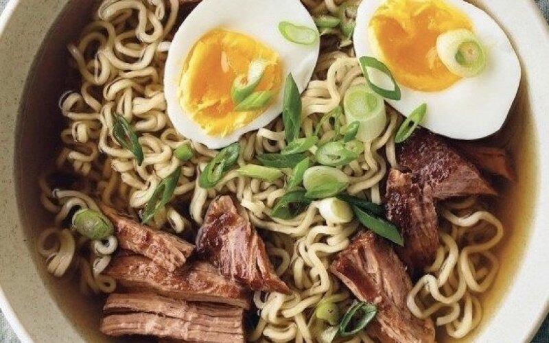 Суп «Рамэн» со свининой, тофу и яйцом
