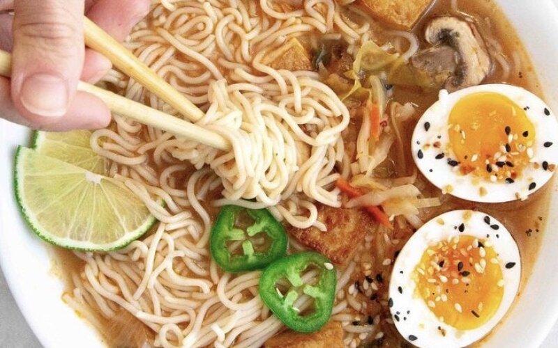 Суп «Мисо Рамен» с грибами и тофу