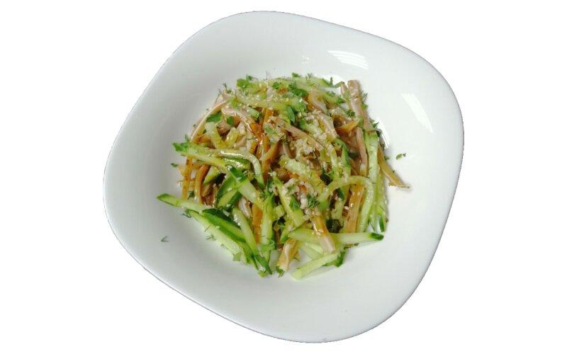 Салат из свиных ушек и огурца