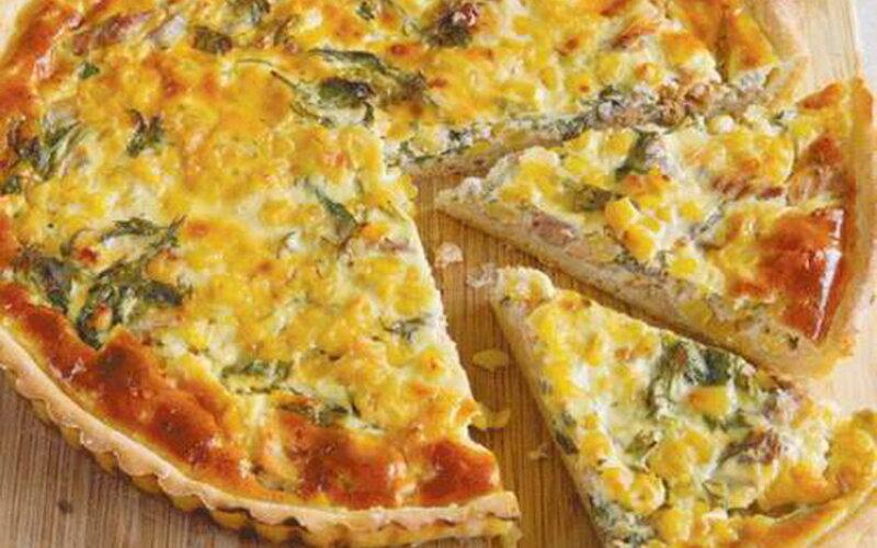 Пирог с курицей, яйцом, сладким перцем и сыром