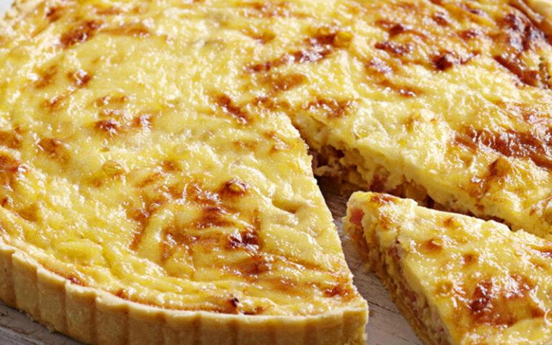 Пирог с курицей, яйцом, грибами и сыром