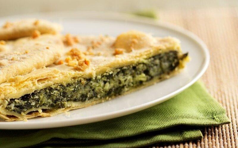 Закрытый пирог с горбушей и шпинатом