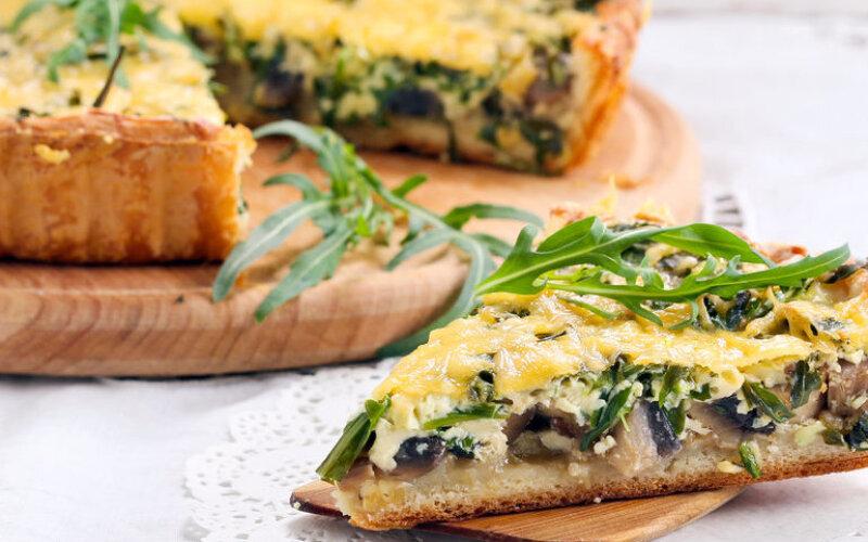 Пирог с грибами, укропом, сыром и сметаной