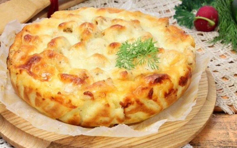 Закрытый пирог с сыром и курицей