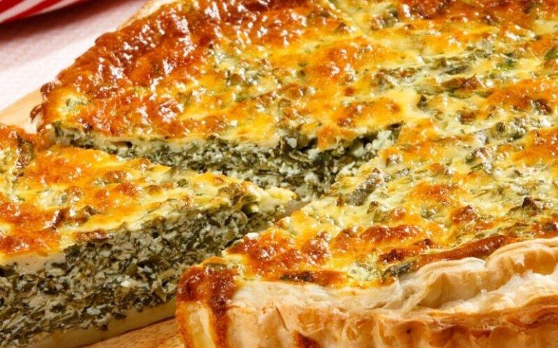 Закрытый пирог с сыром, творогом и чесноком