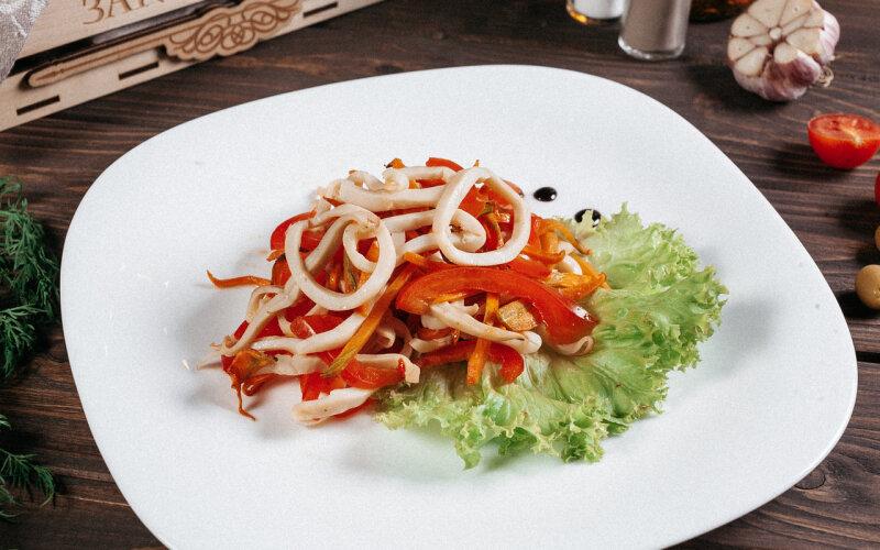 Салат из кальмаров в японском стиле