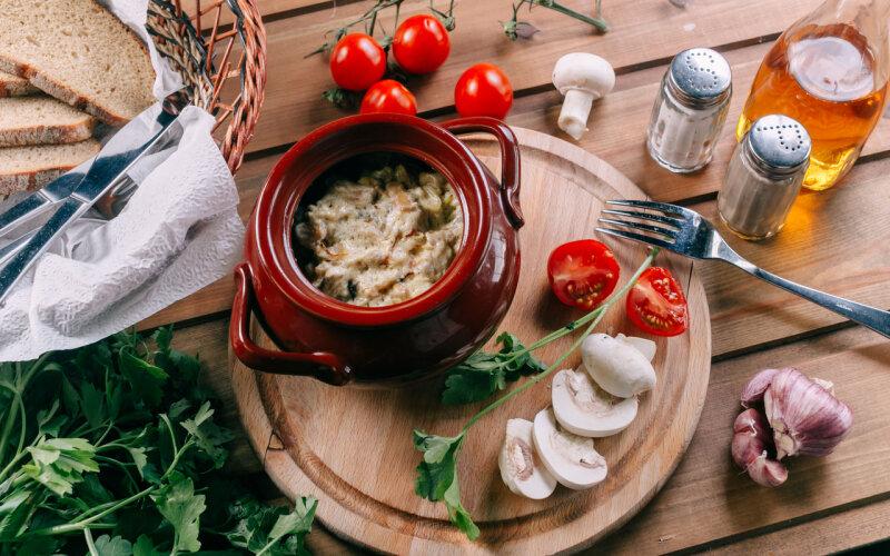 Драники в горшочке с грибным соусом