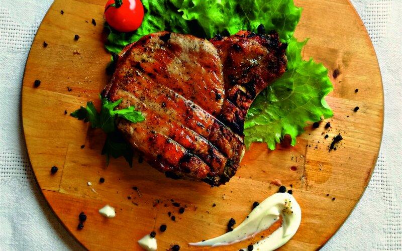 Стейк из свинины на кости (весовое блюдо)