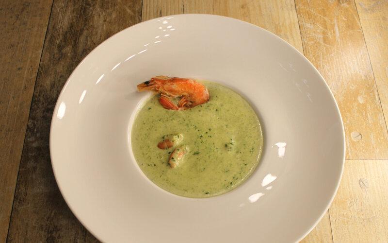 Сливочный суп с креветками и шпинатом