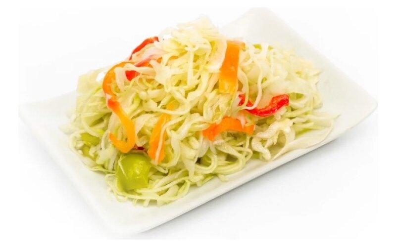 Салат из капусты с перцем,