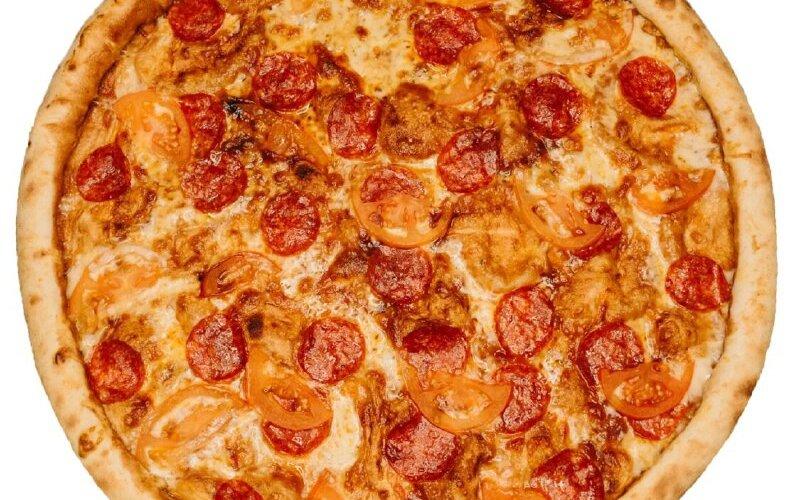Пицца «Колбаски на помидорах»