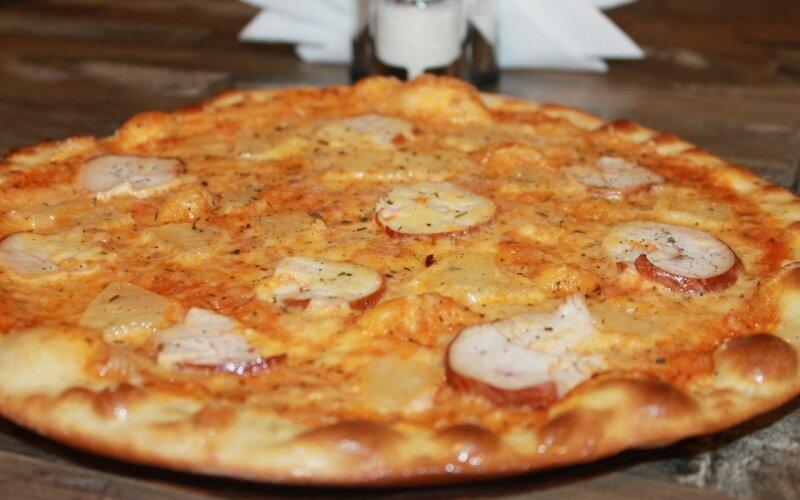 Пицца «Куринная с ананасом»