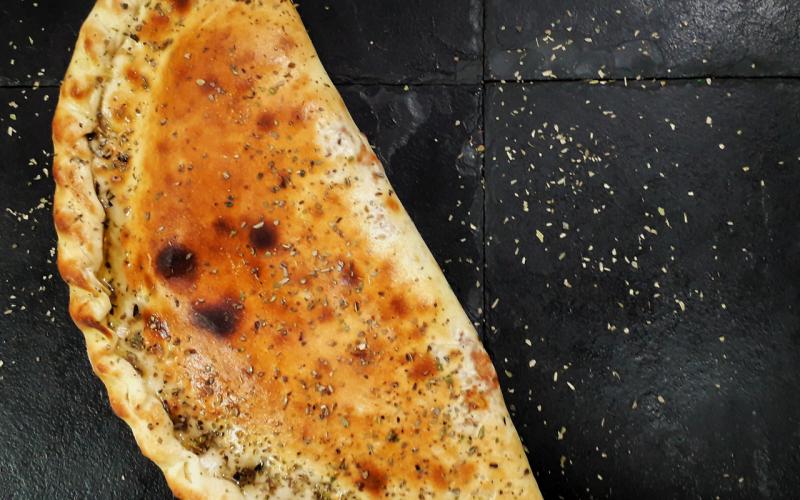 Закрытая пицца «Кальцоне»