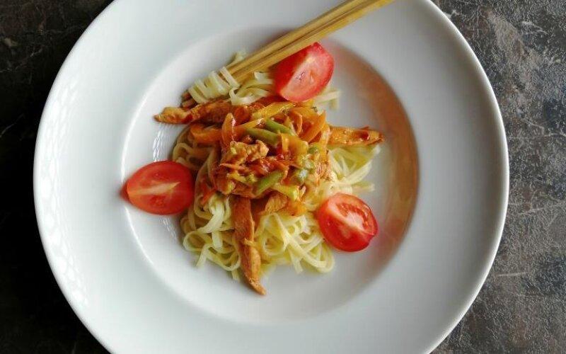 Бифу Яки с рисовой лапшой
