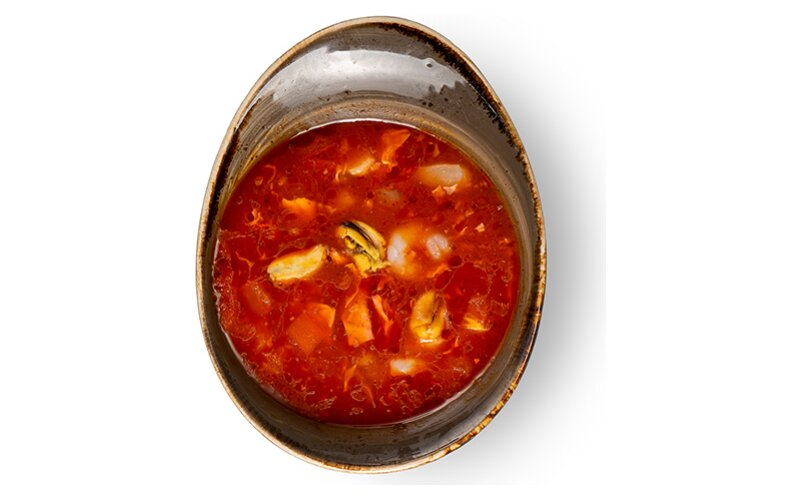 Острый томатный суп с морепродуктами