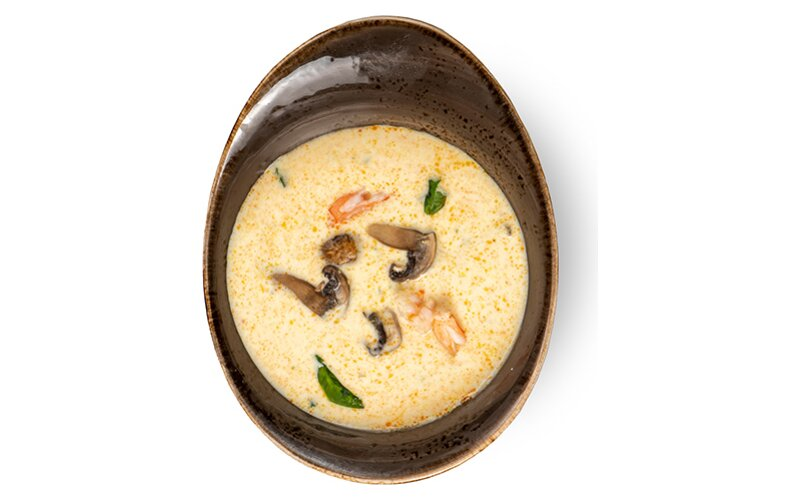 Кокосовый суп «Том Ха Кай» с тигровыми креветками и шампиньонами