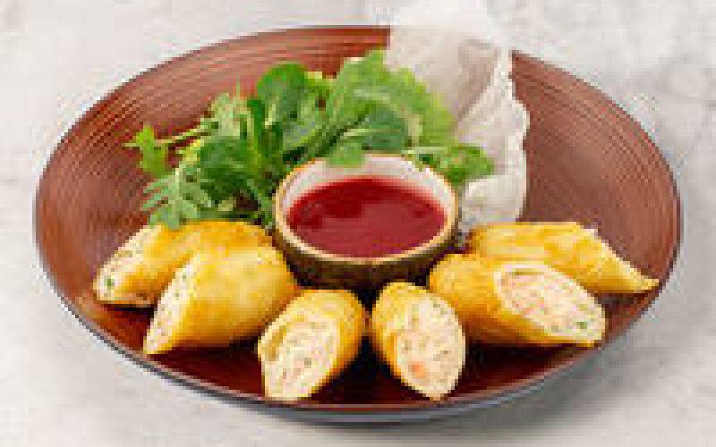 Хрустящие блинчики, фаршированные креветками и сыром