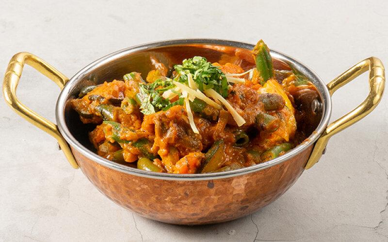 Ассорти из тушеных овощей c индийскими приправами