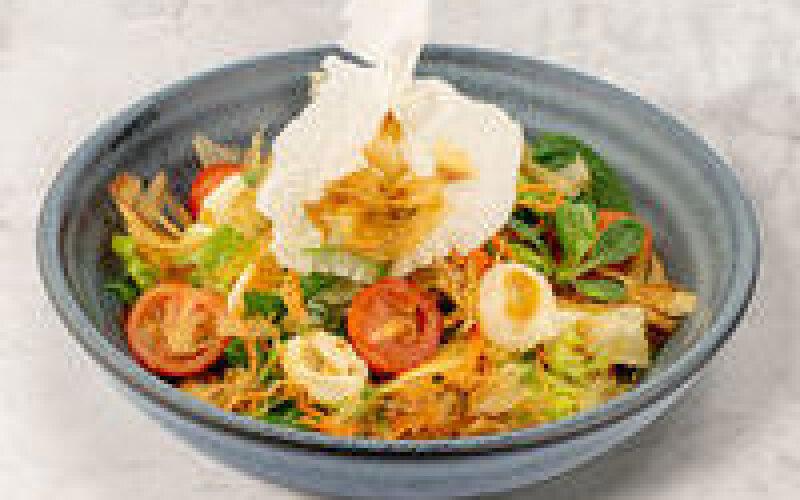 Салат из овощей и личи под пикантным cоуcом «Катcуо»