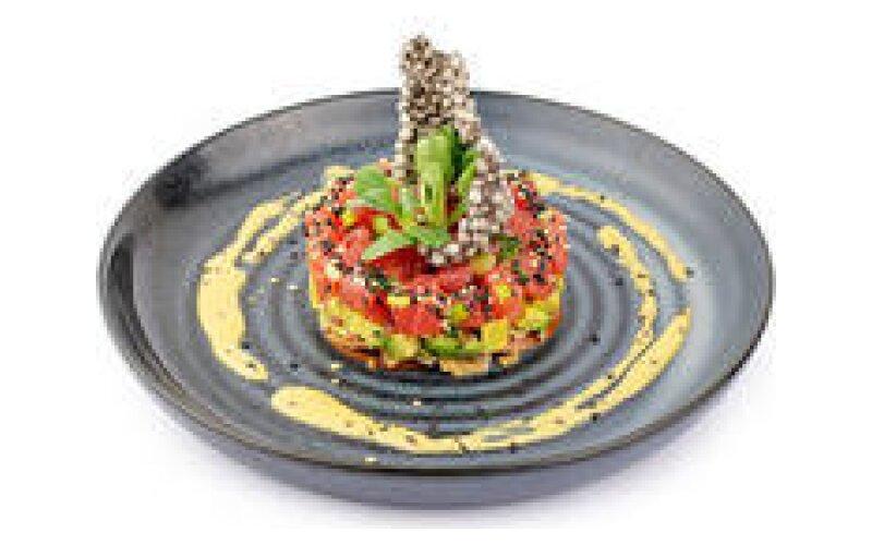 Тартар из тунца с сальсой из авокадо