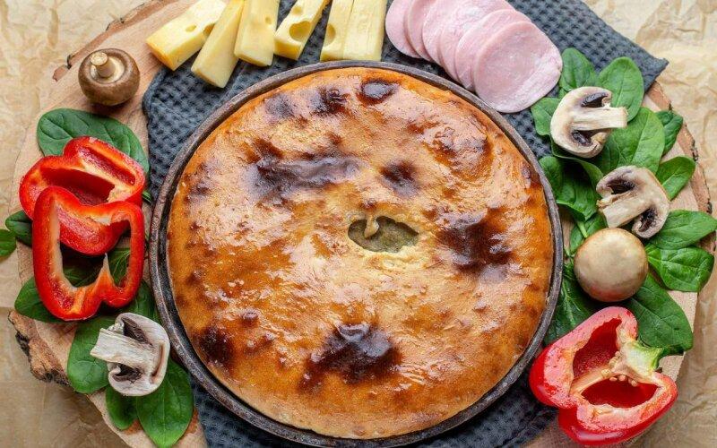 Пирог с ветчиной, грибами, болгарским перцем и сыром