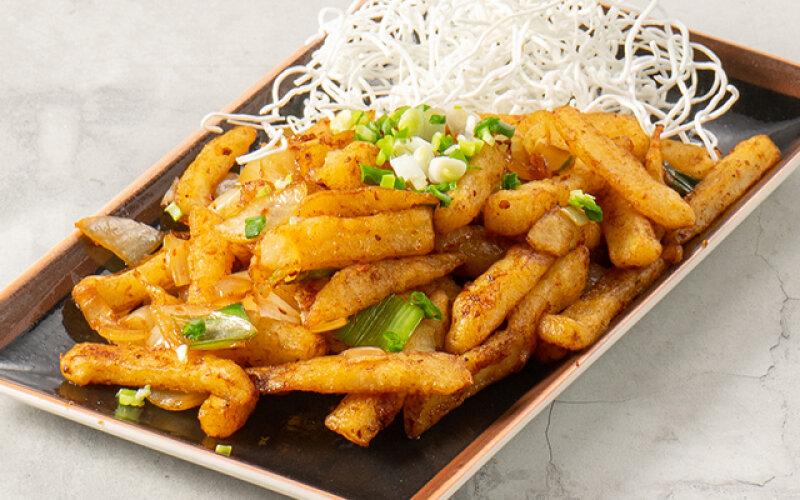 Хрустящий картофель с перцем и солью