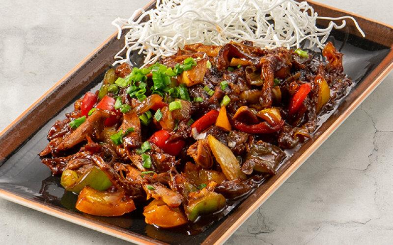 Пекинская утка в соусе из черной фасоли