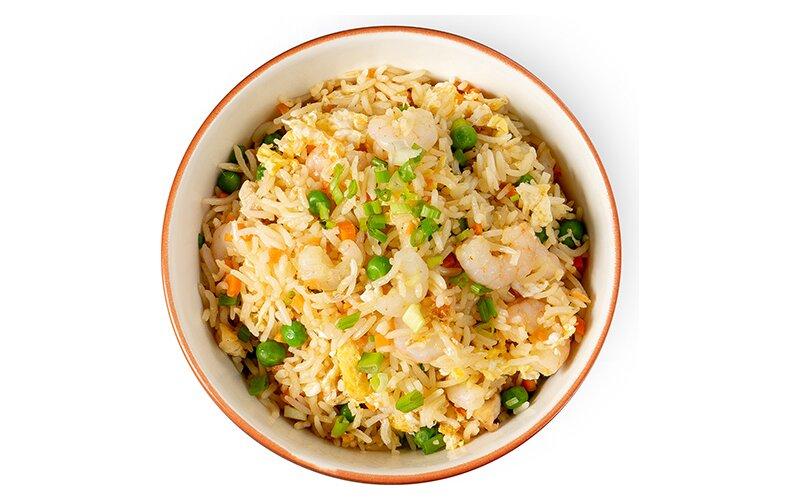 Рис с курицей, креветками, овощами и яйцом