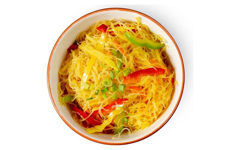 Рисовая лапша с овощами «По-сингапурски»
